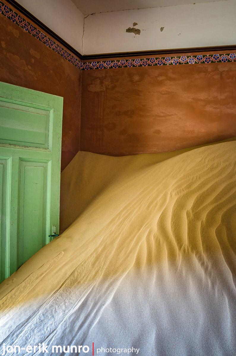 Sand filling a room, Kolmanskop