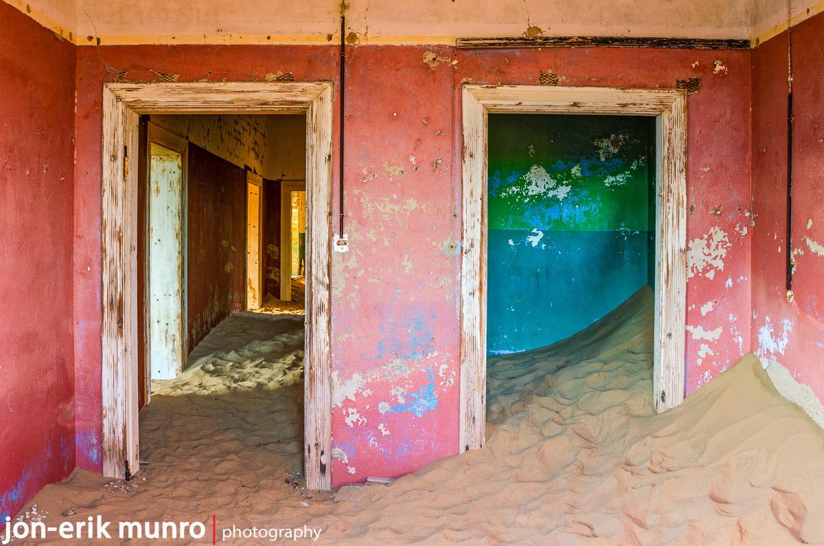 A pink room at Kolmanskop